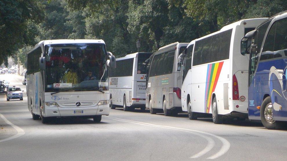 3410101_1517_bus_turistici